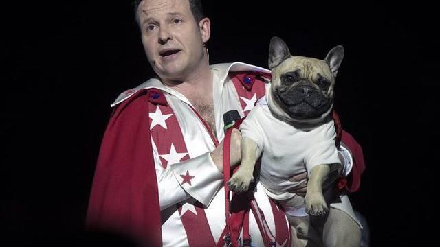 Sein Hund sei witzig, er nicht: So lautete das Urteil eines Kritikers über Claudio Zuccolinis Show im Circus Knie (Archiv)