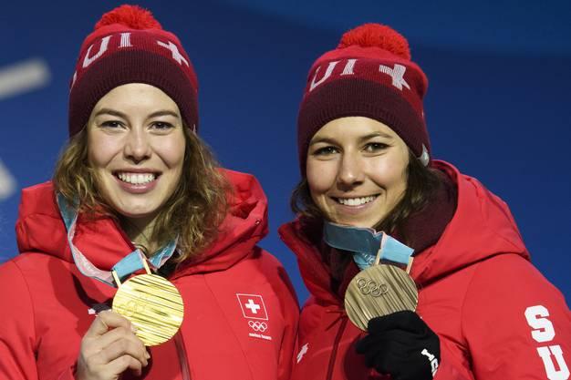 Ein Jahr nach dem Doppelerfolg an der WM in St. Moritz räumten Michelle Gisin und Wendy Holdener in der Kombination erneut ab - diesmal allerdings in geänderter Reihenfolge. Michelle Gisin, die WM-Zweite, wurde Olympiasiegerin, Wendy Holdener, die Weltmeisterin, gewann Bronze.