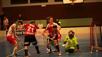 Die Damen von Unihockey Basel Regio in Aktion.