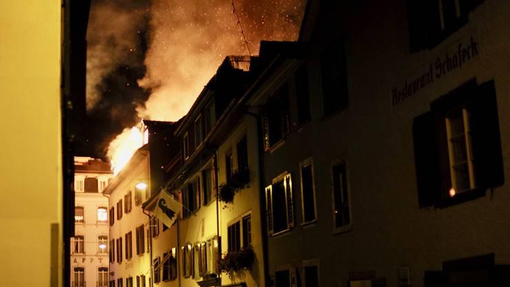 Das Feuer brach in der Liegenschaft an der Rheingasse aus, in dem sich auch das Grenzwert befindet.