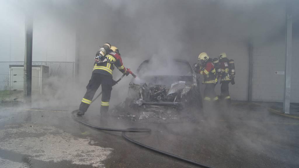 Fahrzeugbrand in Baar