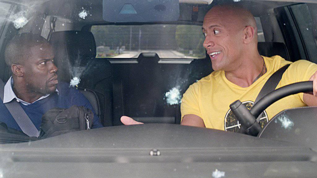 Kevin Hart (links) und Dwayne Johnson spielen in der Spionage-Komödie «Central Intelligence» ein cooles Duo (Archiv)