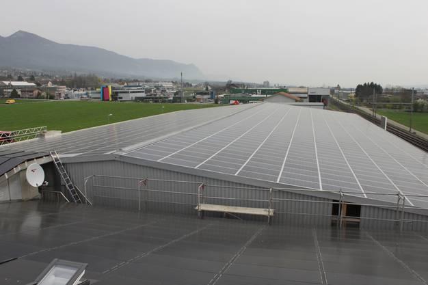 Das ganze Dach hat Solarpanels