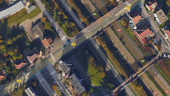 Auf der Flughafenstrasse beim Euro-Airport wird das Fahrtempo bis März heruntergeschraubt. Der Grund dafür sind Bauarbeiten zur Verlängerung der Tramlinie 3; die Brücke der Avenue Général de Gaulle in St. Louis muss verstärkt werden.