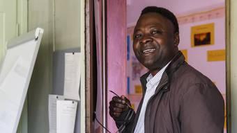 Luemba Ne Kongo ist froh um eine kleine Teilzeitstelle für Französischunterricht.