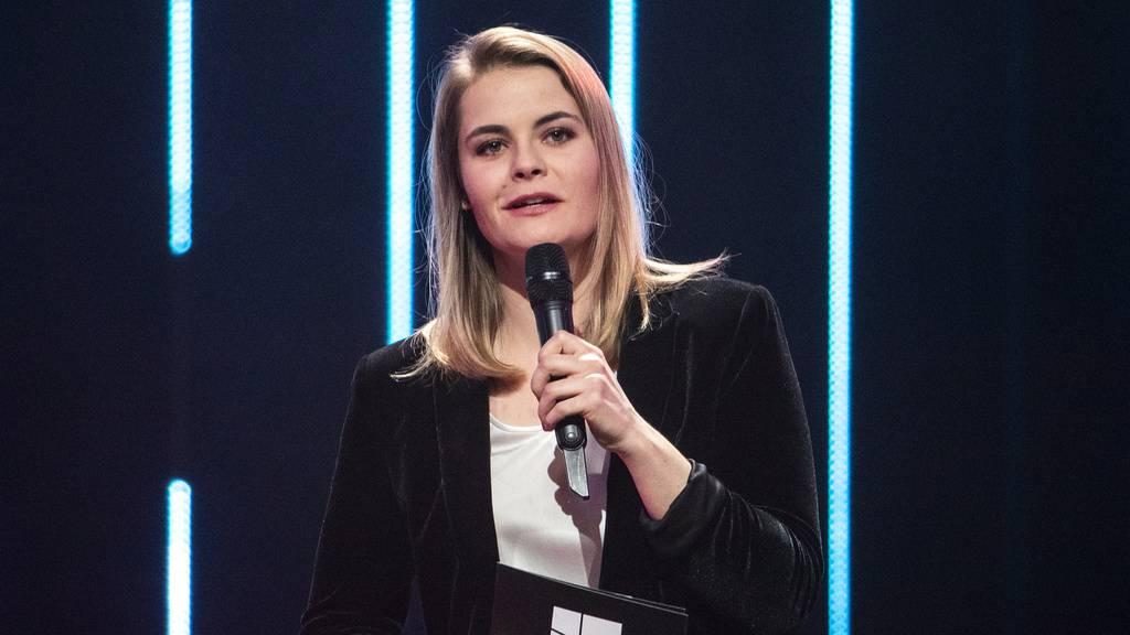 Komikerin Hazel Brugger zeigt ihre Tochter