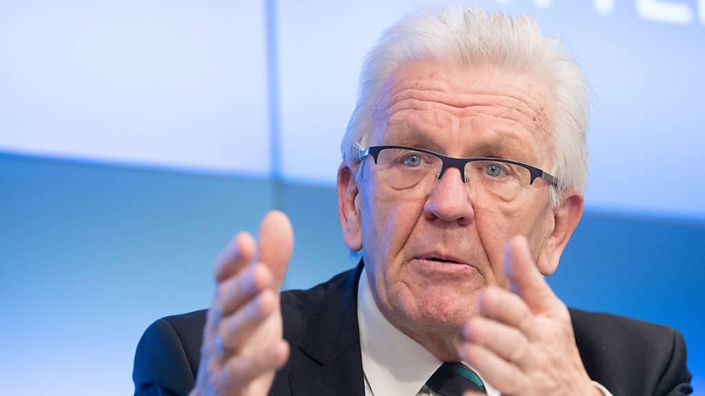 Winfried Kretschmann (Bündnis 90/Die Grünen), Ministerpräsident von Baden-Württemberg, spricht während der Landespressekonferenz.
