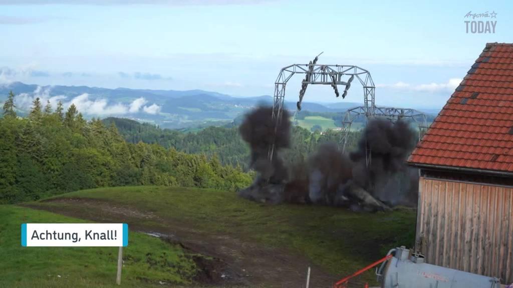 Im Video: Hier sprengt das Militär die Masten eines Skilifts