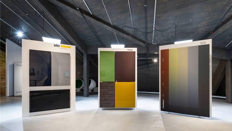 Die farbigen Solarfassaden sind Teil der Ausstellung Bauen und Modernisieren. ZVG/Umwelt Arena Schweiz