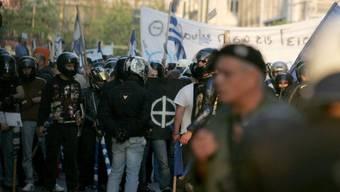 Folgen dem Ruf der Partei Chrysi Avgi: Nazis in Athen (Archiv)