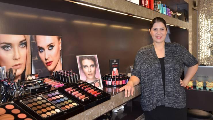 Beyza Tut führt einen Haar- und Nagel-Salon am Bahnhofplatz in Brugg. Sie fordert bessere Kontrollen bezüglich Hygiene in der Branche.