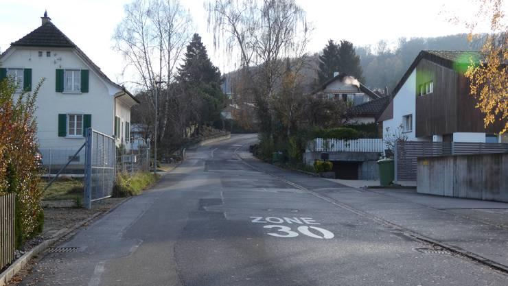 Der Gemeinderat wollte die Breite der Sooremattstrasse von 6 auf 4,5 Meter reduzieren und den Gehweg verbreitern.