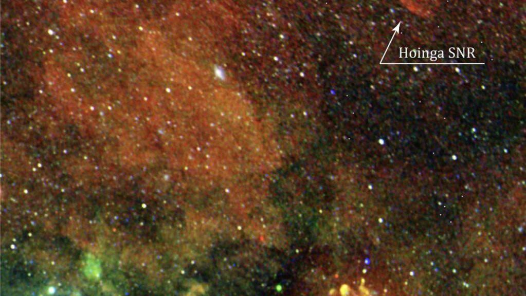 Der Bildausschnitt zeigt den Hoinga-Supernova-Überrest, den Astronomen weit oberhalb der galaktischen Ebene aufgespürt haben. (Pressebild)