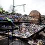 In Deutschland sind zwei Wagen eines Güterzugs durch ein Feuer völlig stark beschädigt worden.