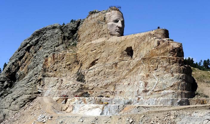 Die Antwort der Ureinwohner: Gleich neben Mount Rushmore entsteht das Crazy Horse Memorial. Bild: dwe