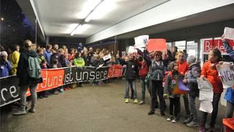 Vertreter der Lehrer, Schule und Schüler kämpfen gegen die Streichung der Zusatzlektion Werken–mitErfolg