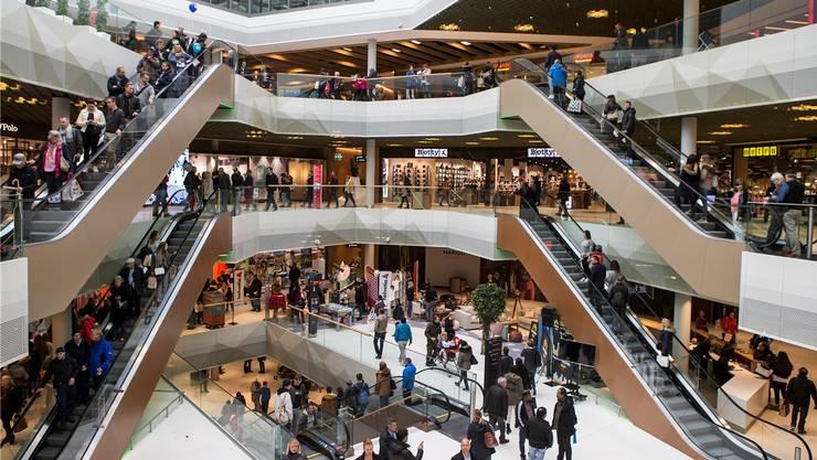 Nachdem Ansturm am Eröffnungstag ist die Euphore im Shopping Center Mall of Switzerland etwas verflogen.