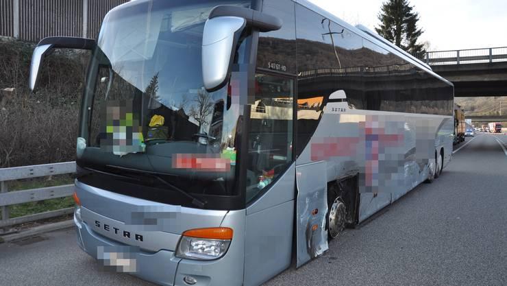 Unfall auf A1 bei Rothrist: Ein Reisecar geriet ausser Kontrolle. Offenbar gab es einen Pneuplatzer.