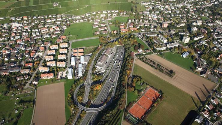 Gestern wurde die sechsspurige Strecke komplett für den Verkehr freigegeben, wie das Bundesamt für Strassen (Astra) in einer Mitteilung schreibt.