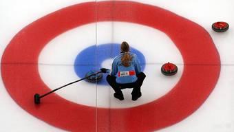 Silvana Tirinzoni arbeitet neben dem Curling zu 50 Prozent auf einer Bank.
