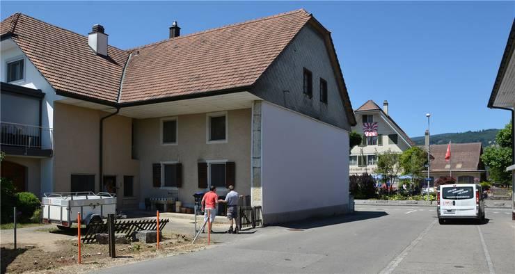 Der an die Allmendstrasse grenzende Wohntrakt wird abgerissen und danach am selben Platz optisch identisch wieder neu aufgebaut.