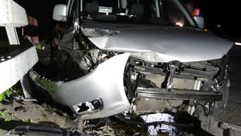 Der zivile Dienstwagen des Polizisten wurde stark beschädigt.