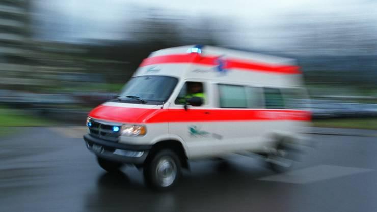 Nach dem Unfall auf der Sarmenstorferstrasse musste eine beteiligte Person ins Spital überführt werden.