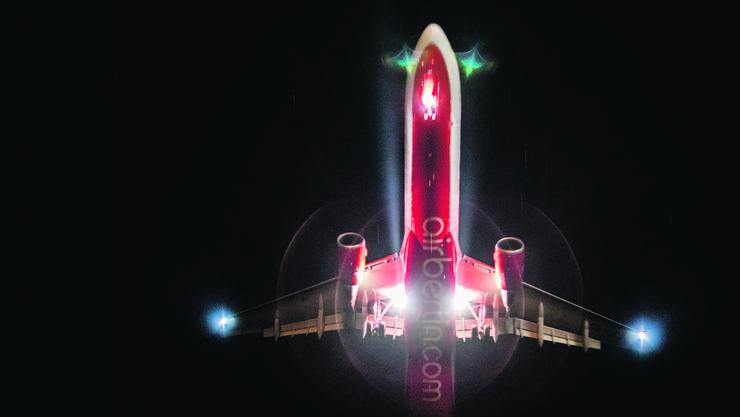 Am 27. Oktober 2017 landet die letzte Air-Berlin-Maschine am Berliner Flughafen Tegel. Vom Ende von Air Berlin könnten andere europäische Billigairlines profitieren, etwa...