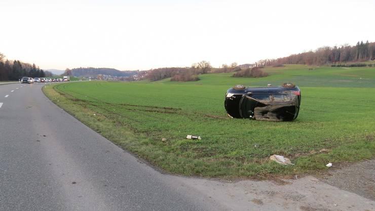 Ein junger Autofahrer verlor am Dienstag die Herrschaft über seinen Wagen und landete im Feld.