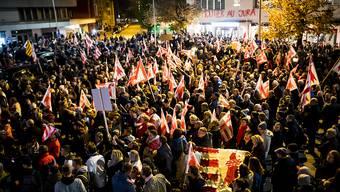 Schweigend durch Mputier: Der Kundgebungszug gegen die Ungültigerlkärung des Wechsels des Städtchens zum Kanton Jura.