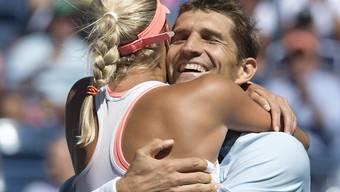 Immer noch aktiv: Max Mirnyi, hier in einem Mixed-Doppel 2013 mit der Tschechin Andrea Hlavackova, gehört zum weissrussischen Davis-Cup-Team, das sich nächste Woche in Biel mit der Schweiz misst
