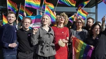 Das Komitee für «Ja zum Schutz vor Hass» jubelt über den Sieg.