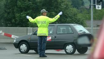 Ab Montag wird ein Verkehrslotse beim Schulhaus Steinmatt in Derendingen zum Einsatz kommen. (Symbolbild)