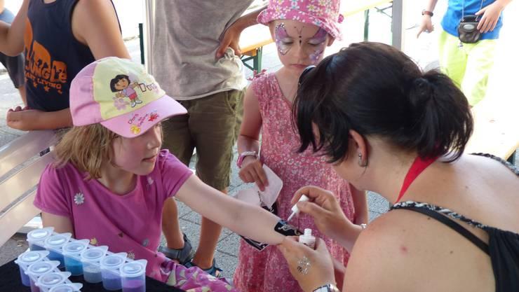 Kinderschminken und Tattoo