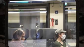Im Zug gilt Maskenpflicht.