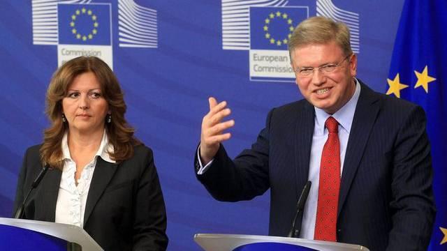 EU-Erweiterungskommissar Stefan Füle und Serbiens Vize-Regierungschefin Suzana Grubjesic vor den Medien