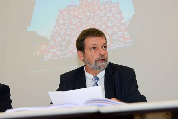 Regierungsrat Roland Heim bei der Präsentation des Voranschlags 2015.