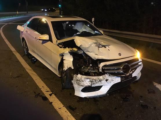 Baden-Dättwil AG, 20. September: Zwei Autos prallten frontal ineinander. Die Strasse blieb bis weit nach Mitternacht gesperrt.