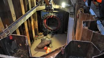 Nach dem Durchbruch mussten die Bruchstücke aus dem Schacht befördert werden.