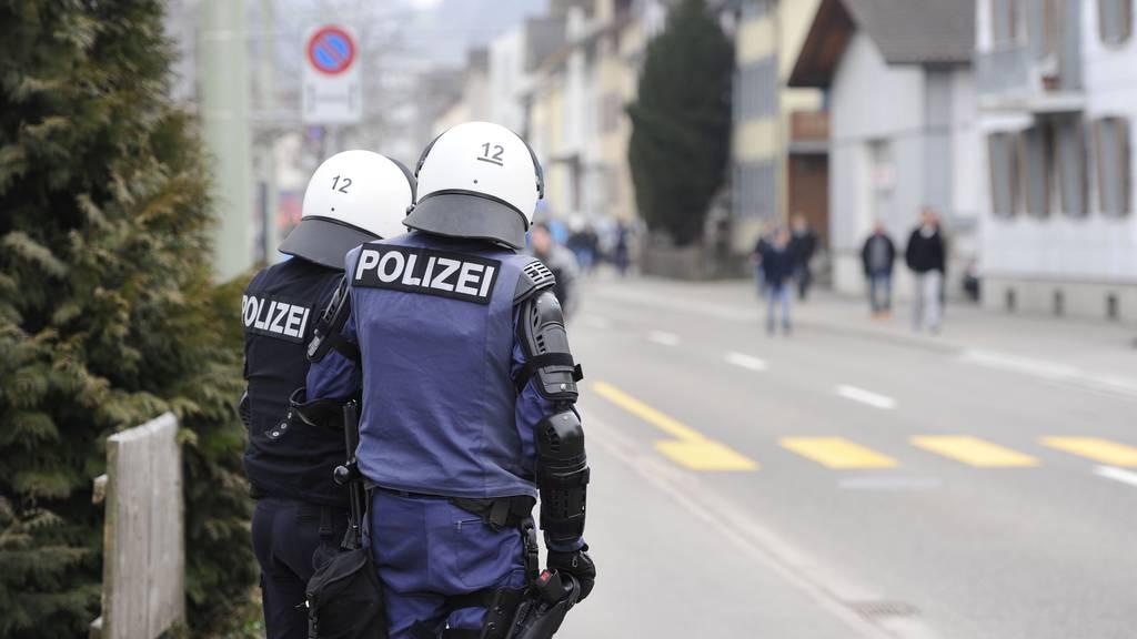 Nach dem Spiel FC St.Gallen gegen den FC Basel wurde eine St.Galler Stadtpolizistin verletzt. (Archivbild)