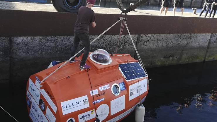 Der 71-Jährige Jean-Jacques Savin aus Frankreich will mit einer Sperrholztonne den Atlantik überqueren.