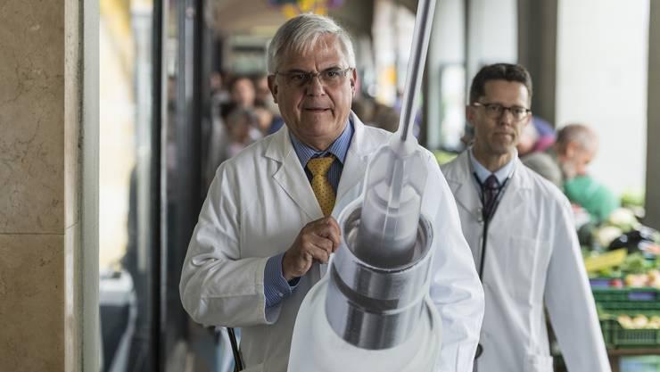 Josef Widler, Kantonsrat und Präsident der Zürcher Ärztegesellschaft, weiss, wie man Politik macht. Das Bild stammt von einen Protest in Bern gegen Tarifanpassungen.