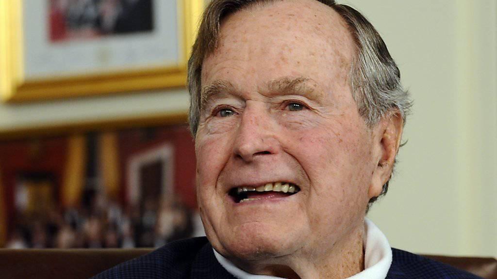 Der ehemalige US-Präsident George H. W. Bush ist erneut ins Spital eingewiesen worden. (Archivbild)