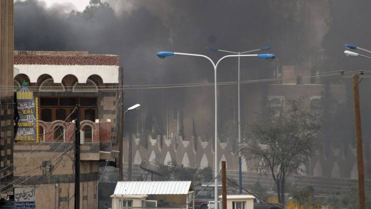 Bei einem Luftangriff auf einen Schulbus im Jemen sind dem Gesundheitsministerium der Huthi-Rebellen zufolge am Donnerstag mindestens 47 Menschen getötet worden. Viele der Toten und der mehr als 77 Verletzten seien Kinder, sagte ein Sprecher Jussef al-Hadri. (Symbolbild)
