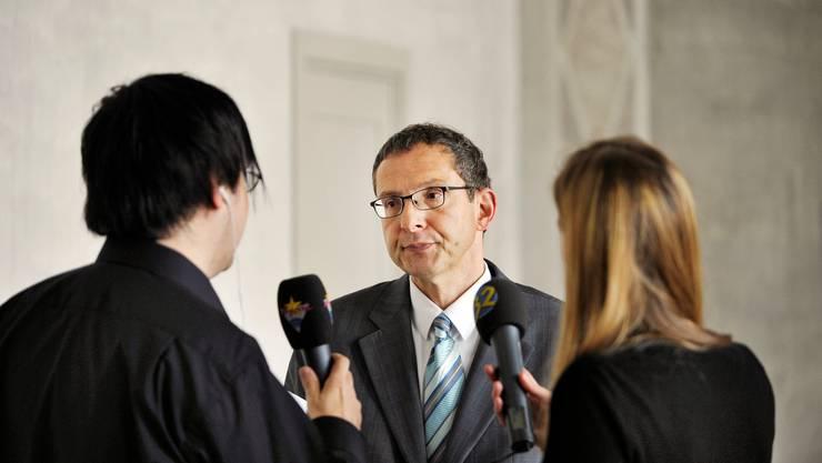 Urs Hofmann steht der Presse Rede und Antwort (Archivbild).