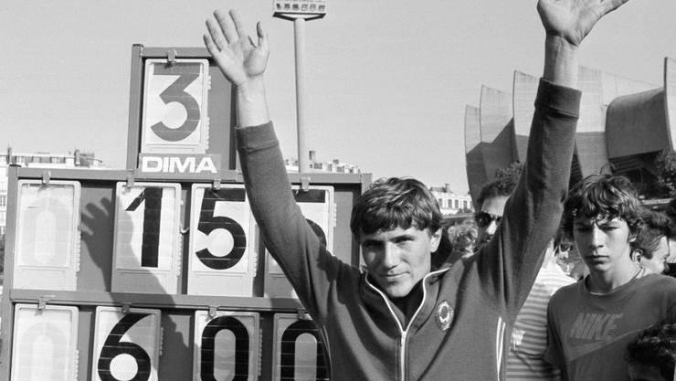 Geschafft! Sergej Bubka jubelt in Paris, nachdem er als erster Mensch im Stabhochsprung die 6 m überquert hat.