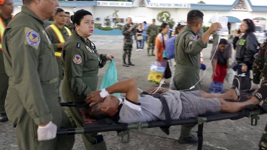 Und wieder einmal will es der so genannte Islamische Staat gewesen sein - jedenfalls reklamierten die religiösen Fanatiker im Namen Allahs Stunden nach dem Doppelanschlag vor einer Kathedrale südlich von Manila das Blutbad mit über 20 Toten für sich.