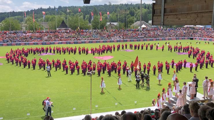 In Herzformation sagte die Grossgruppe Aargau Danke.