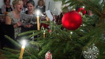Bevor gegessen, gesungen und getanzt wird: Die biblische Weihnachtsgeschichte nach Lukas zum Zuhören.