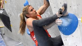 Petra Klingler (Bonstetten) verteidigt in Pratteln ihren Schweizer Boulder-Meistertitel mit einer starken Leistung souverän.
